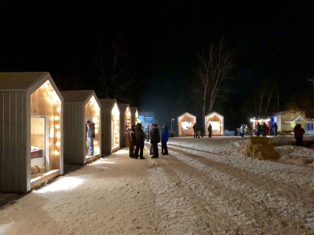 Un marché de Noël animé au cœur du village de Val-Morin