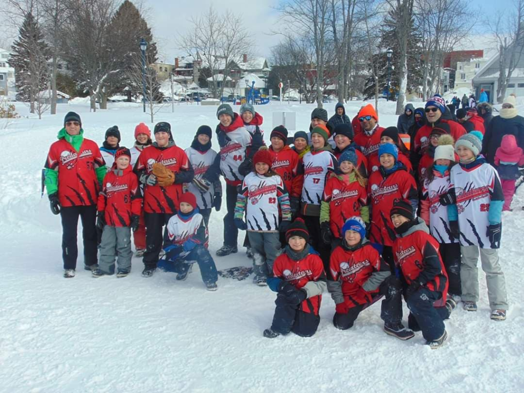 Le baseball sur neige est de retour sur le lac des Sables