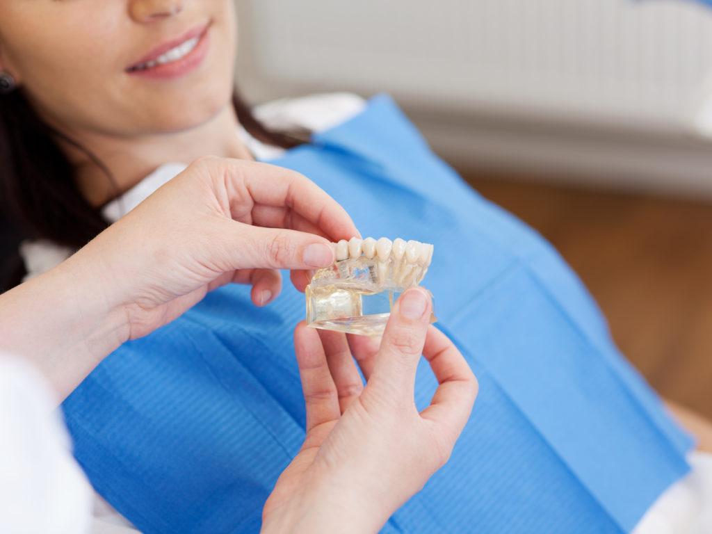 L'inspection de sa prothèse dentaire : mieux vaut prévenir que guérir