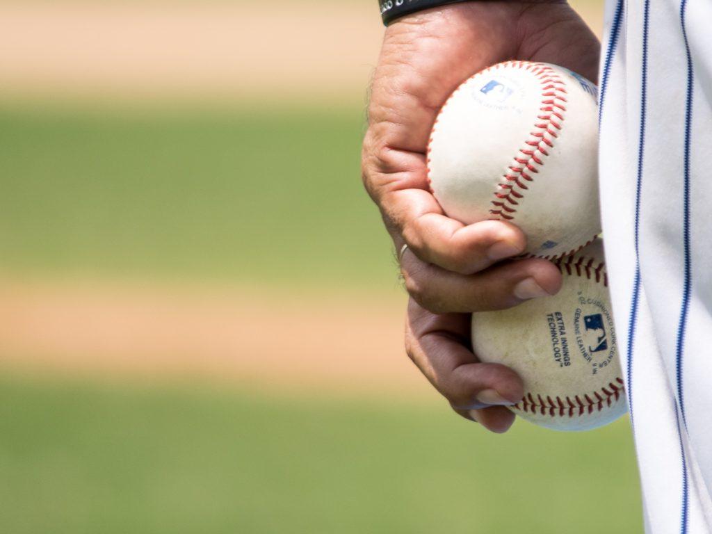 Le baseball est un sport plus facile à adapter au contexte de la COVID-19 que d'autres. Photo Unsplash - Jose Morales