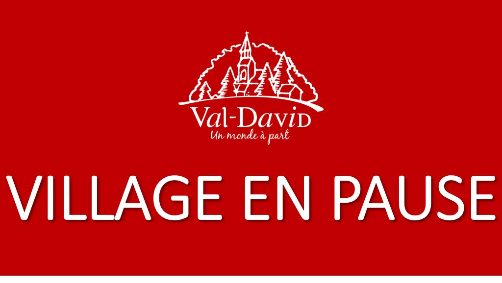 """Depuis, la photo de couverture de la municipalité sur les réseaux sociaux a été changée par une image du logo de la ville, sur fond rouge, avec la mention """"Village en pause""""."""