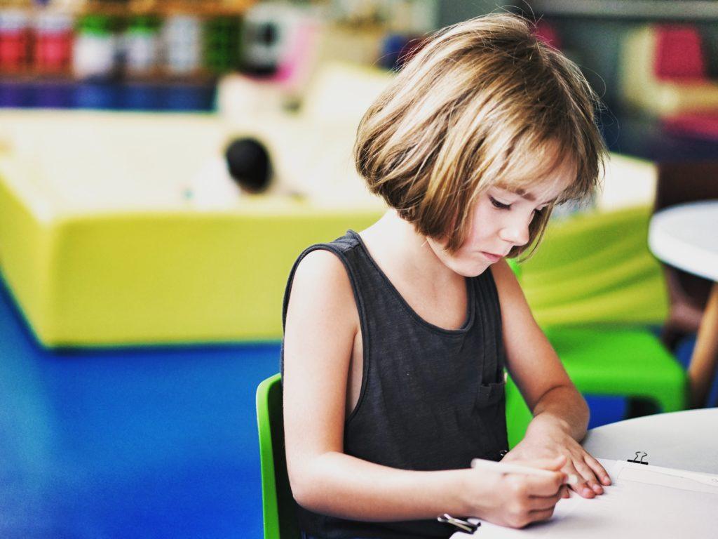Les enfants d'âge préscolaire et primaire de la région pourront recommencer dès le 11 mai à retourner à la garderie ou en classe. Photo Unsplash