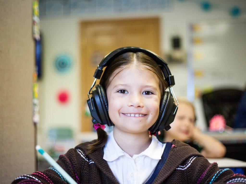 Alloprof propose aux élèves un nouveau jeu éducatif visant à maintenir les acquis. (Photo Unsplash)