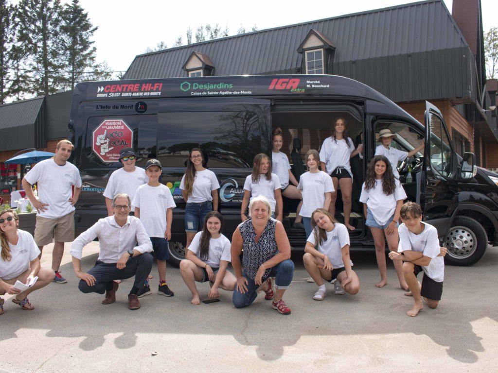 Un minibus pour la Maison des jeunes Loco Local