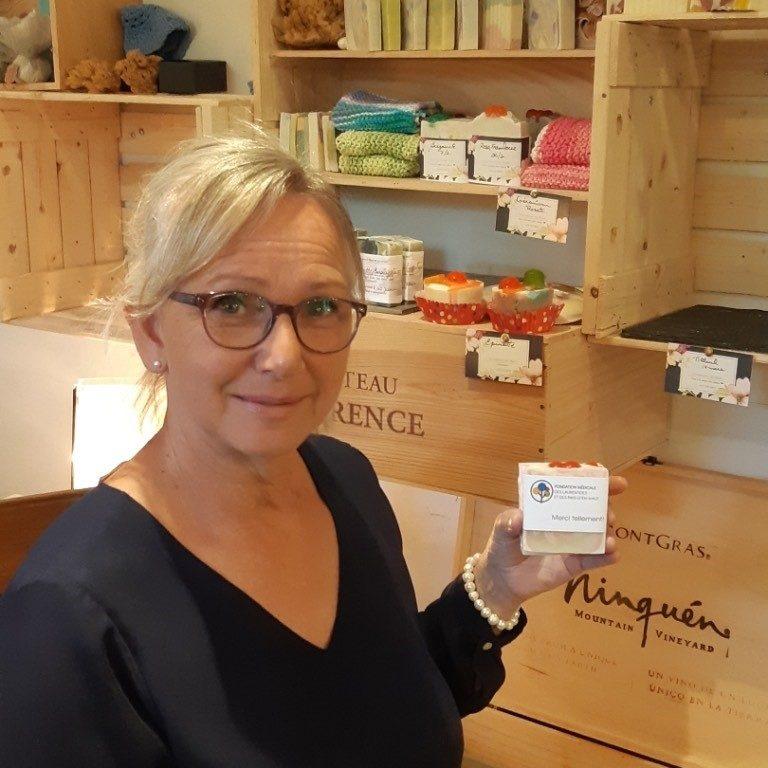Marie-Josée Beaudry a fabriqué spécialement 500 savons pour la Fondation médicale qui les donnera aux travailleuses et travailleurs du Pavillon Philippe-Lapointe et aux paramédics qui redoublent d'ardeur depuis le mois de mars. (Photo gracieuseté)