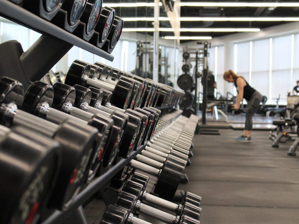 Les centres de conditionnement physique pourront reprendre leurs activités, de même que les plages et autres infrastructures sportives intérieures (aréna, plateau sportif, etc.).(Photo Unsplash – Danielle Cerullo)