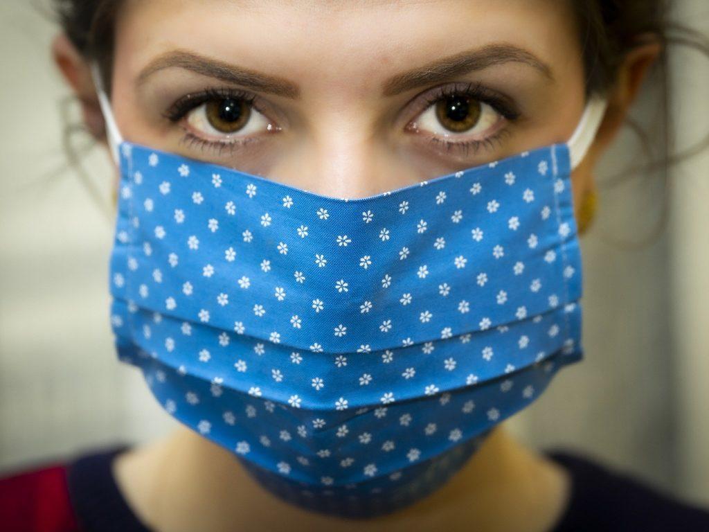 Port du masque obligatoire dans les lieux publics fermés