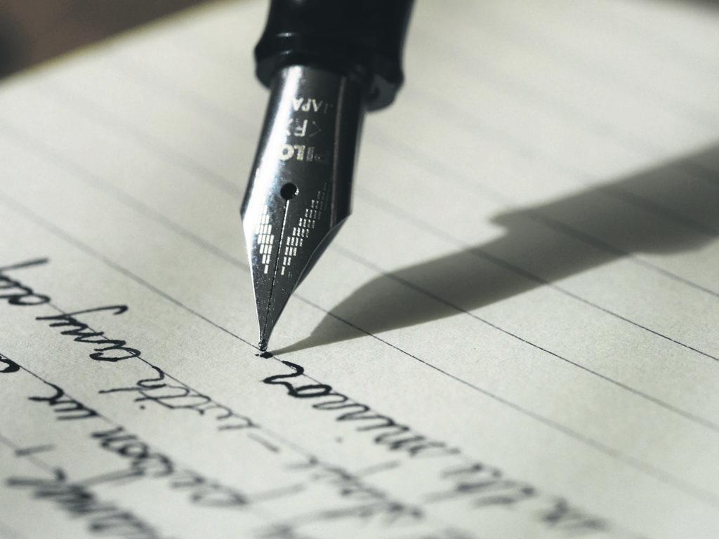 Il est possible de soumettre un texte au concours littéraire Les Belles Lettres des Laurentides au plus tard le vendredi 16 octobre 2020, à 16h. Les détails et coordonnées sont diffusés sur le site web du Mouvement Québec français. (Photo Unsplash – Aaron Burden)