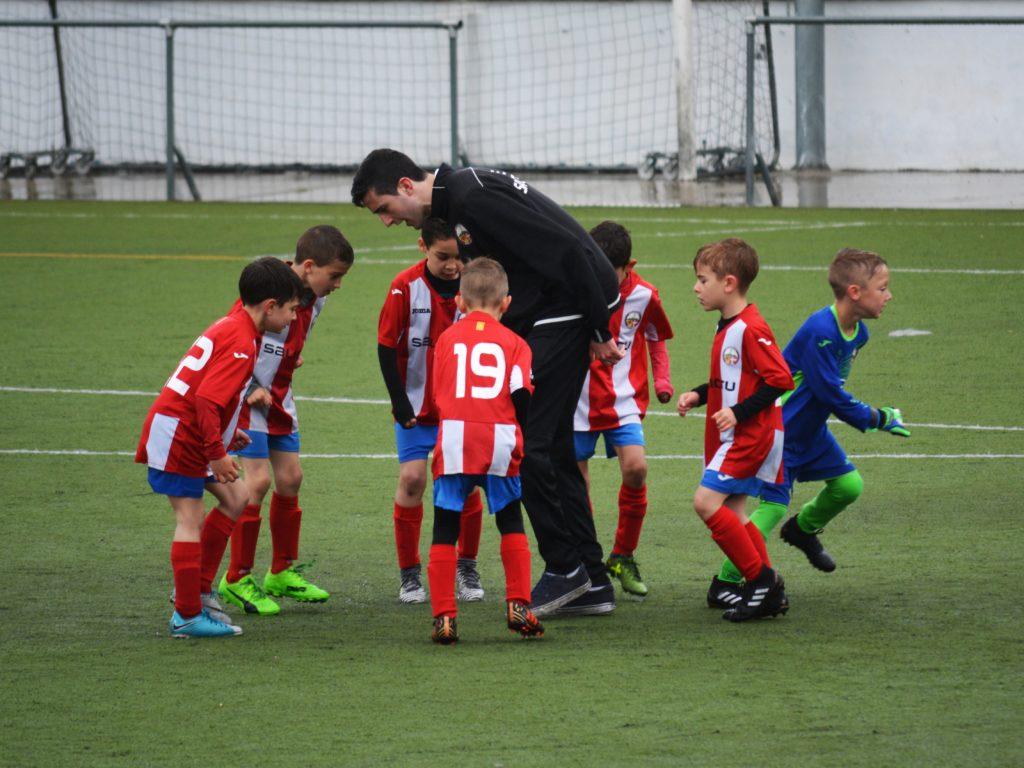 Les jeunes pourront pratiquer des sports avec d'autres groupes dès le 14 septembre. (Photo Unsplash)