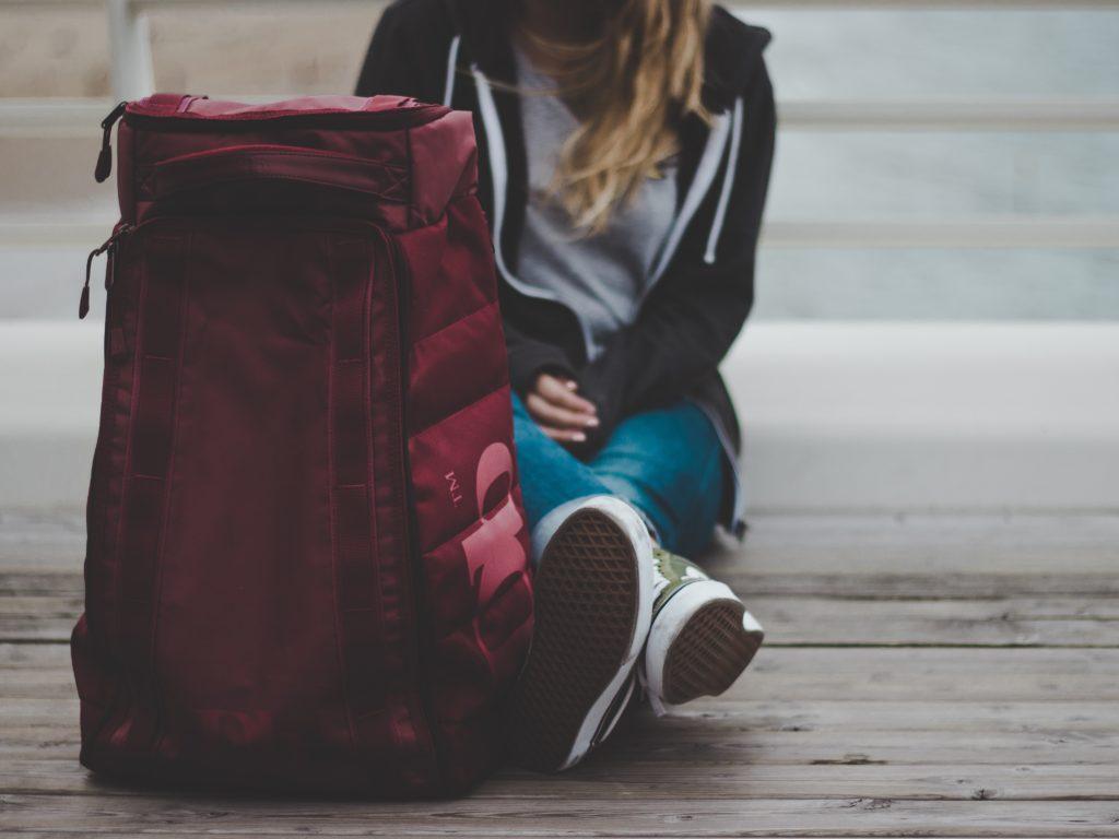 Chaque année, des milliers de jeunes atteignant la majorité quittent les foyers d'accueil et ne sont plus admissibles à l'aide gouvernementale qu'ils recevaient pendant leur placement. (Photo Unsplash)