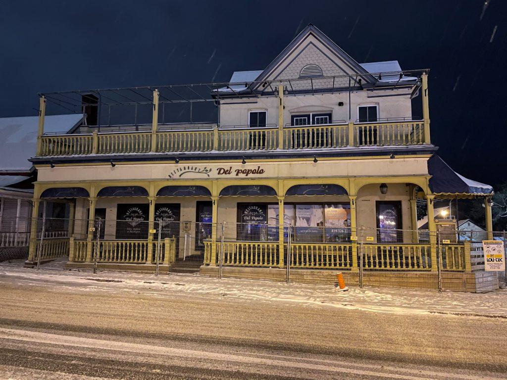 L'édifice abritant l'ancien restaurant Del Popolo, quelques heures avant sa disparition. Photo gracieuseté - André Ducharme