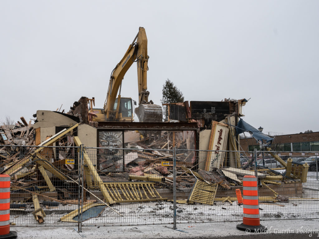 Le restaurant Del Popolo n'est maintenant plus qu'un souvenir: il a été démoli et un nouveau bâtiment prendra sa place ce printemps. (Photo gracieuseté – Michel Guertin)