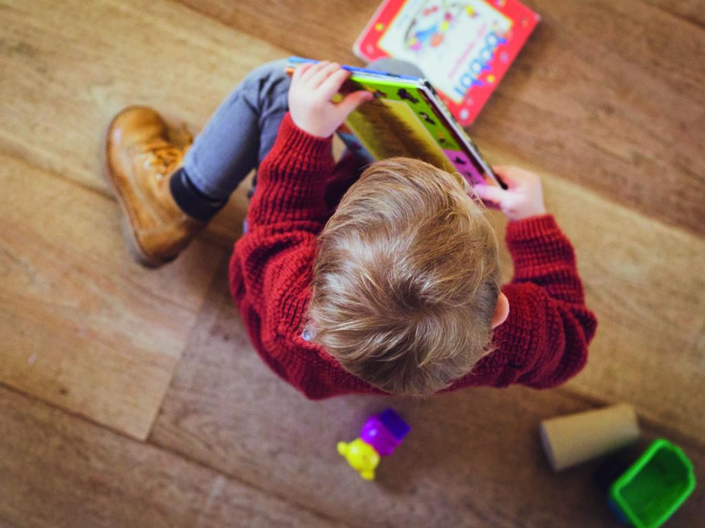 Avec la Lecture en cadeau, les donateurs peuvent transmettre le goût et le plaisir de lire à un enfant qui n'a peut-être pas la chance d'être en contact avec les livres et la lecture. (Photo Unsplash)