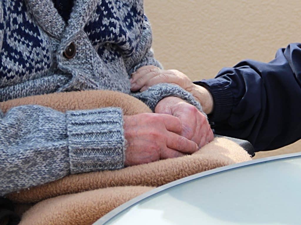 Résidences pour personnes âgées: la vaccination débutera le 25 janvier
