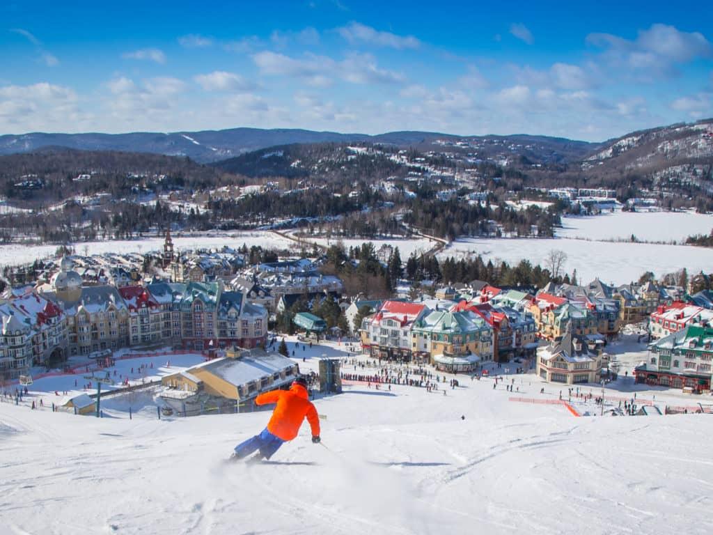 Les skieurs peuvent encore glisser à la Station Mont Tremblant (photo) et à Ski Garceau, malgré les restrictions supplémentaires imposées par Québec. (Photo gracieuseté)