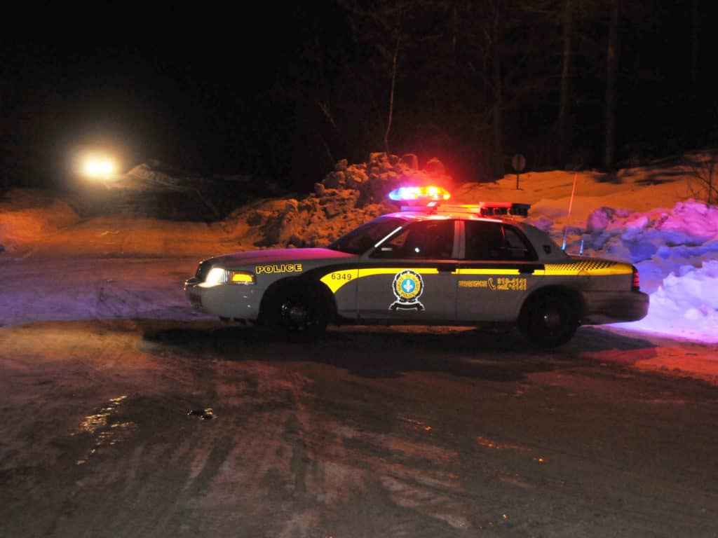 La Sûreté du Québec et les corps policiers municipaux seront à pied d'oeuvre dès samedi pour faire respecter le couvre-feu imposé par Québec. Photo L'info du Nord - Archives