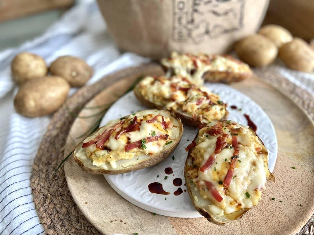 Une recette de pomme de terre farcie et aromatisée au sirop de bouleau est présentée durant l'émission « Quand le Québec nous rassemble! » à NousTV. (Photo gracieuseté – Dorothée L'épicurienne)