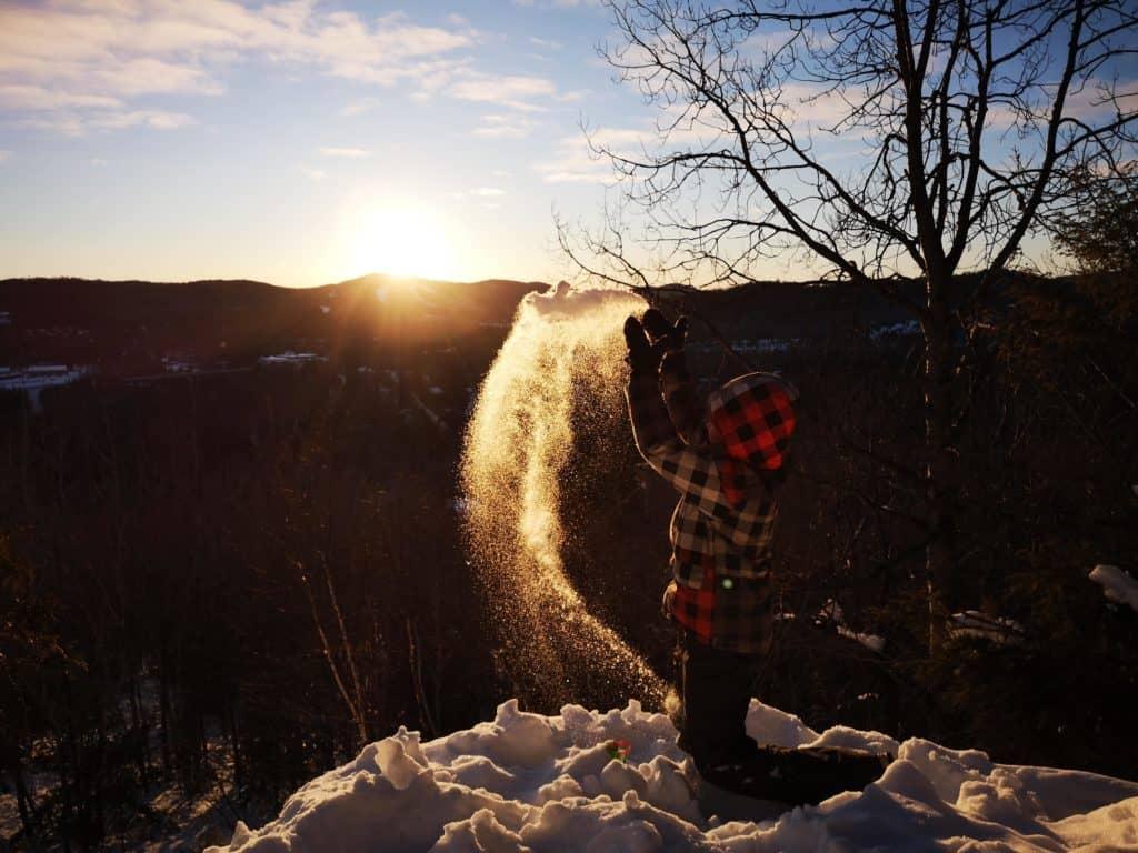 La saison froide est une belle occasion pour profiter du grand terrain de jeu naturel qu'offre la région pour bouger en famille. (Photo L'info du Nord – Marilou Séguin)