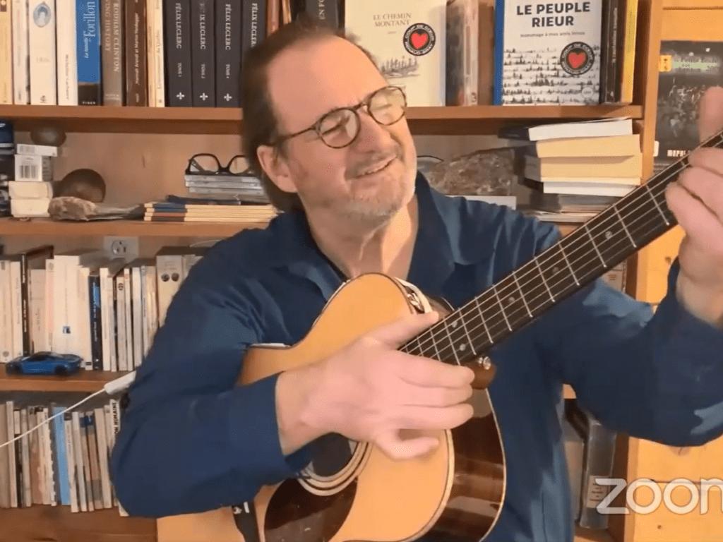 L'auteur-compositeur-interprète Paul Piché a offert une nouvelle chanson durant le spectacle. (Photo Capture d'écran)
