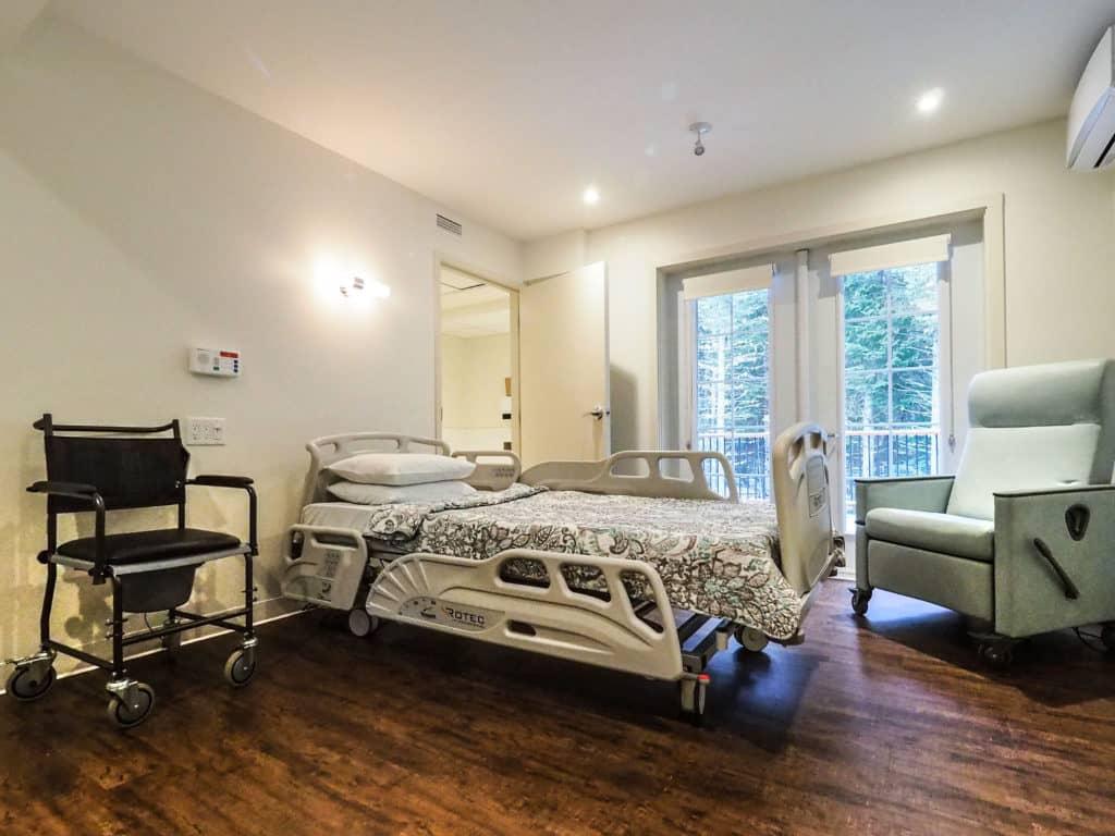 Une des chambres de la Maison La Traversée. (Photo L'info du Nord – Jean-Marie Savard)