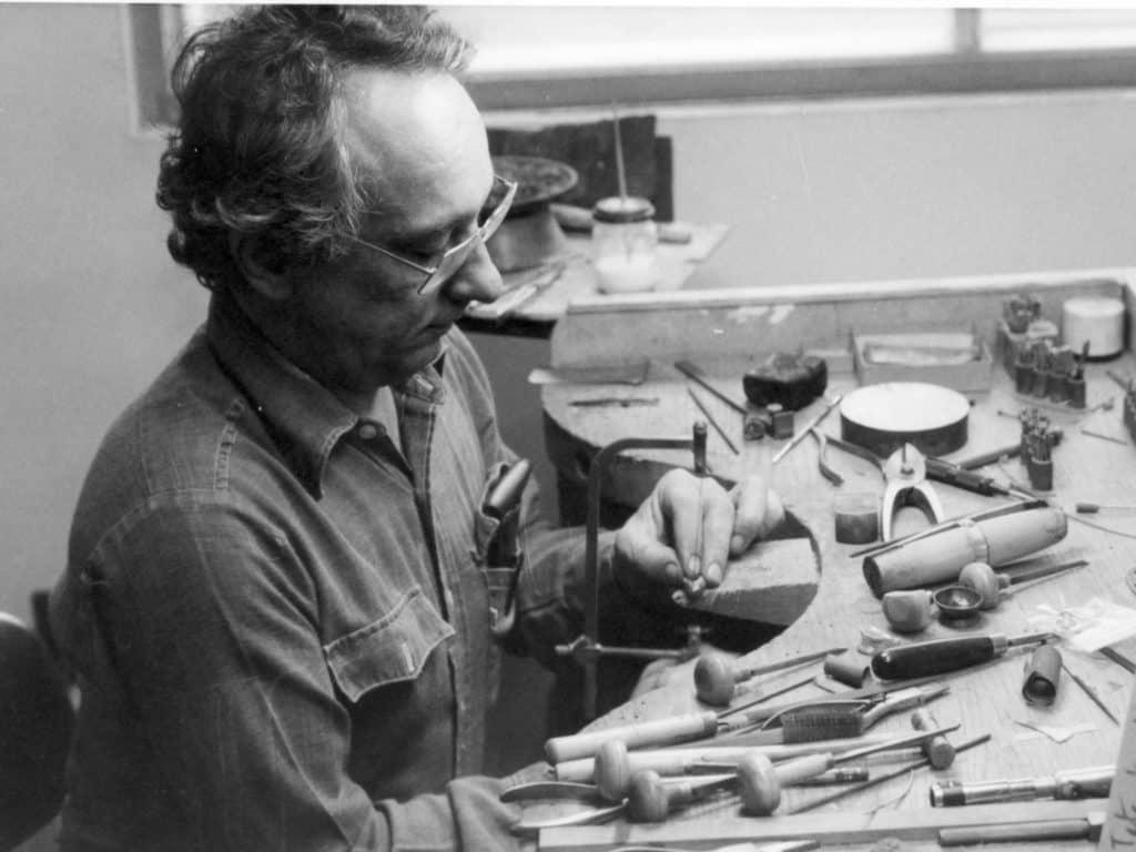 Bernard Chaudron dans son atelier dans les années '70. (Photo gracieuseté – Atelier Bernard Chaudron)