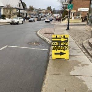 Un panneau avait été installé pour orienter les figurants. (Photo L'info du Nord – Sarah St-Denis)