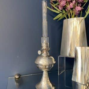 Le modèle de lampe à l'huile créé par Bernard, disponible à la boutique. (Photo L'info du Nord – Sarah St-Denis)