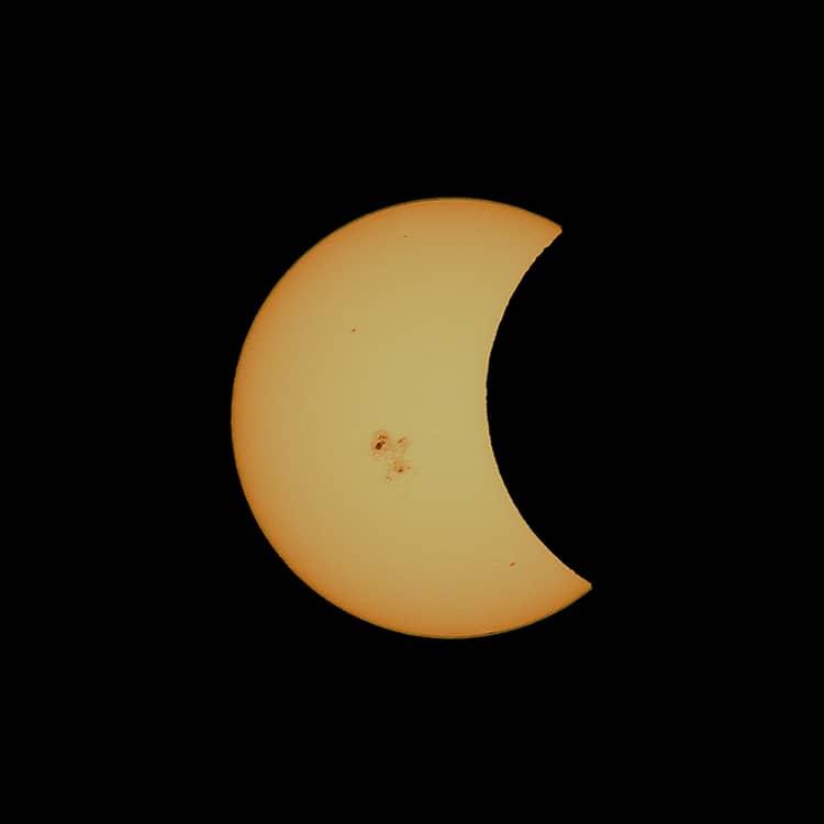 Sur cette photo, une éclipse solaire partielle observée au Nouveau-Mexique en 2014 et qui ressemble à celle que nous verrons le 10 juin. (Photo gracieuseté – Roger Ménard)
